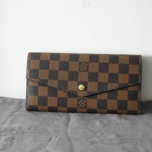 Louis Vuitton wallet ebene